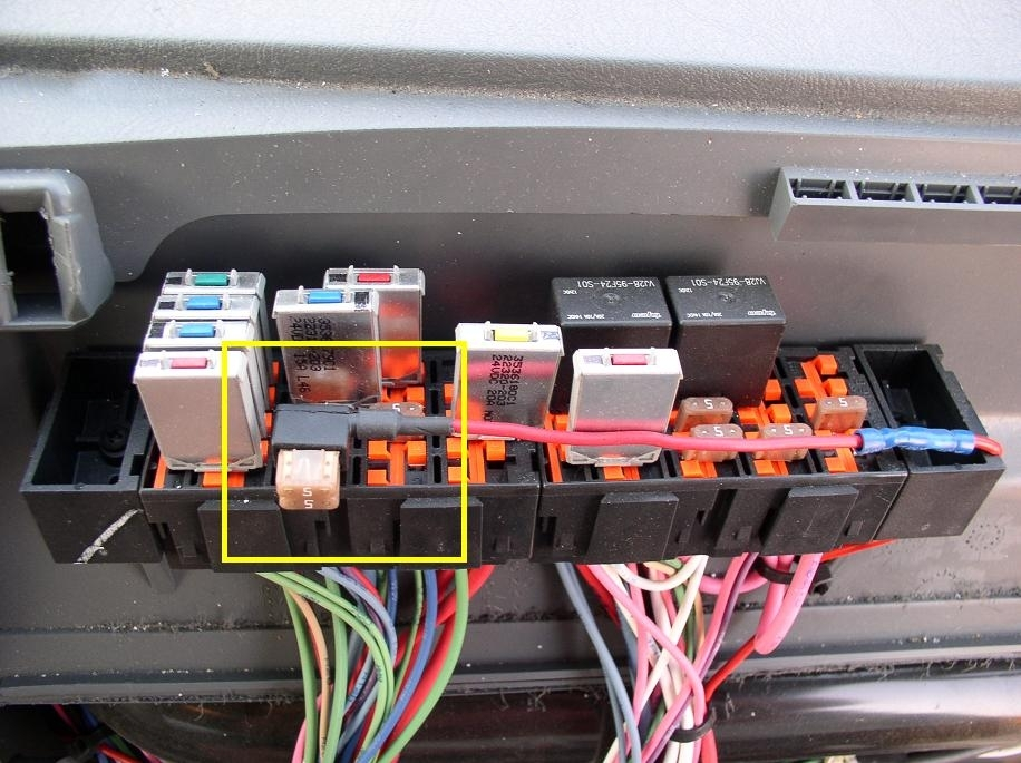 Freightliner cascadia fuse box location