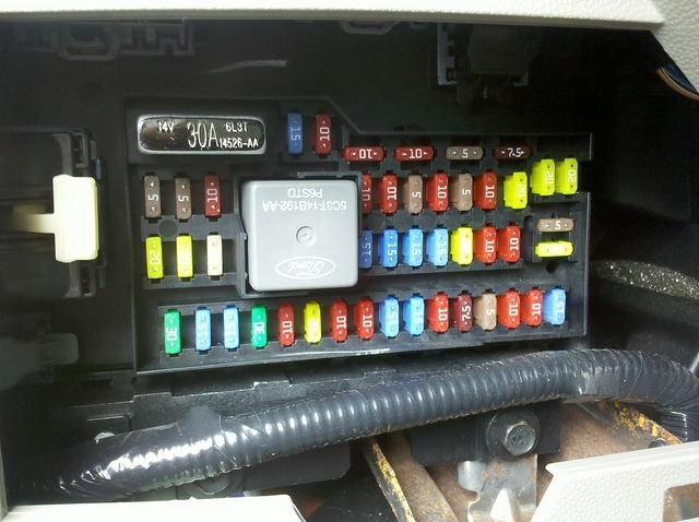 Similiar 2008 Ford Escape Fuse Box Layout Keywords in Ford Escape Fuse Box