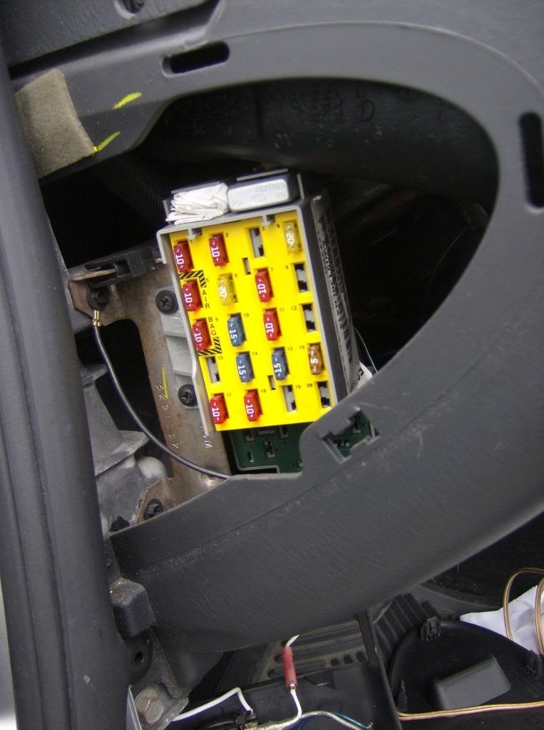 2006 chrysler pt cruiser fuse box location